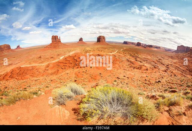Fisheye-Objektiv-Blick auf das Monument Valley, Utah, USA. Stockbild