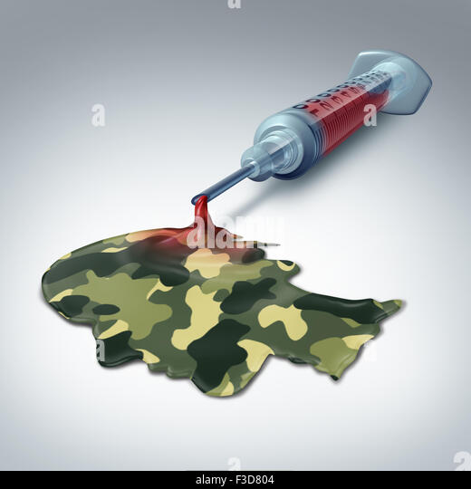 Militärisches Gesundheitswesen Konzept und erfahrene medizinische Versorgung Metapher als eine Spritze mit Stockbild