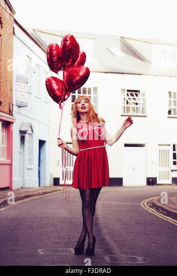 Romantische Themen Mädchen im Stadtgebiet Stockbild