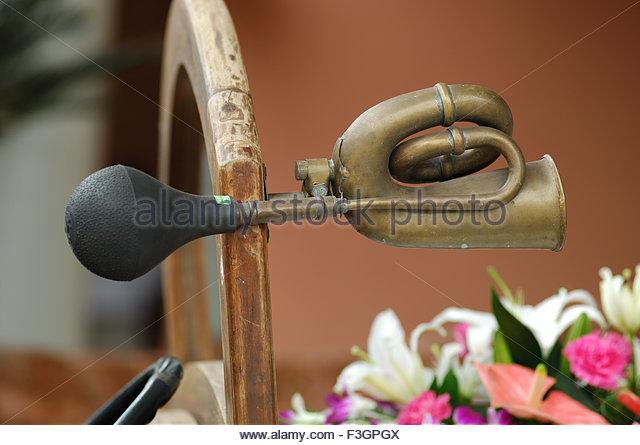 """Oldtimer; Modell Alfa Romeo Ford; eingerichtet für """"Baraat"""" in indischen Hochzeit; Goa; Indien Stockbild"""