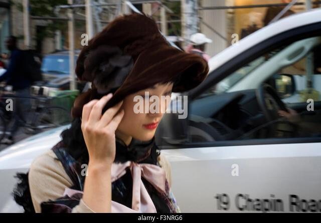 Ein Japaner, ein Spaziergang durch die schicken Geschäfte der Tribeca. Hier leben viele Künstler und Prominente Stockbild