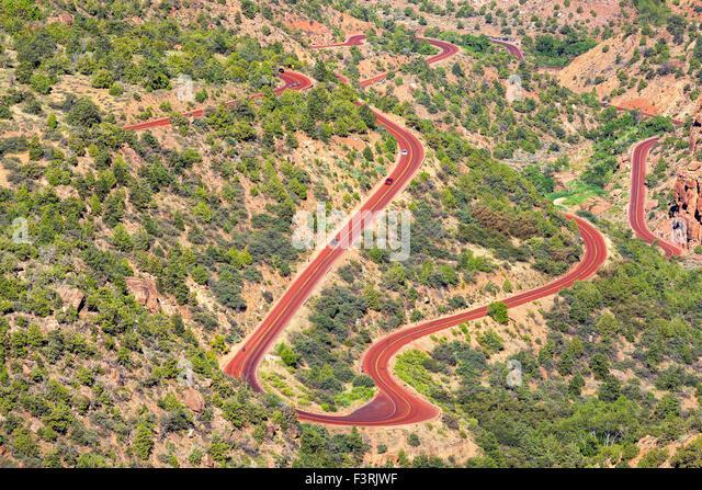 Kurvige Straße im Zion Nationalpark, Utah, USA. Stockbild