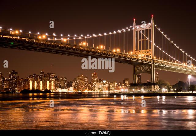 Schöne Aussicht auf die Ed Koch Queensboro Bridge in New York City Blick auf Manhattan bei Nacht Stockbild