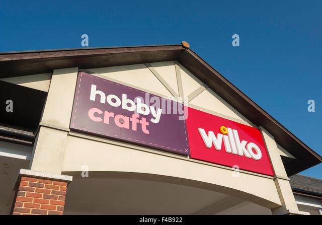 Hobby-Handwerk & Wilko Eingang, zwei Flüsse Shopping Centre, Staines-upon-Thames, Surrey, England, Vereinigtes Stockbild
