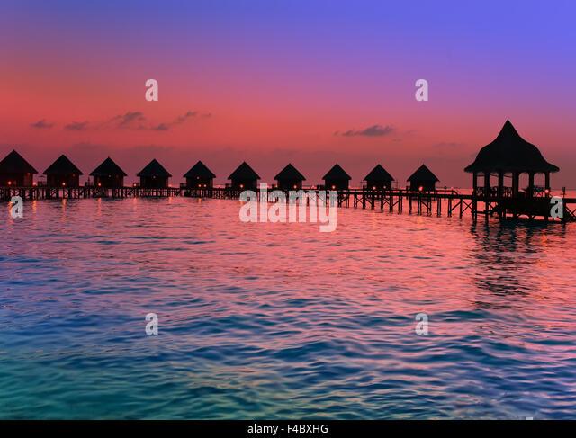 Insel im Ozean, Malediven.  Sonnenuntergang. Stockbild