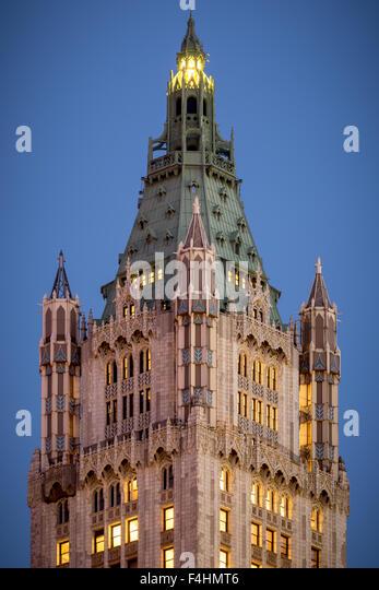 Nahaufnahme von der Turmspitze der Neo-gotischen Woolworth Building bei Dämmerung, Lower Manhattan, Financial Stockbild