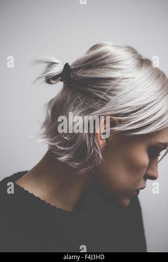 Zeitgenössische Hipster Mädchen mit Silber graues Haar Stockbild