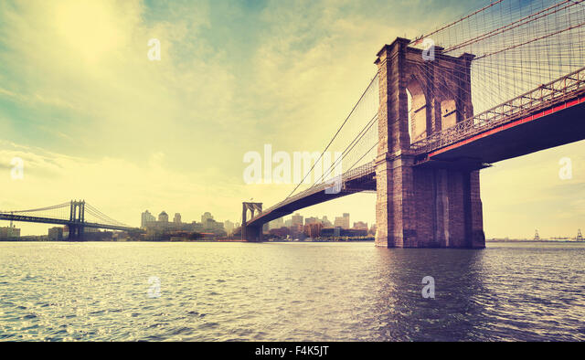 Jahrgang gefiltert Bild der Brooklyn Bridge in New York City, USA. Stockbild