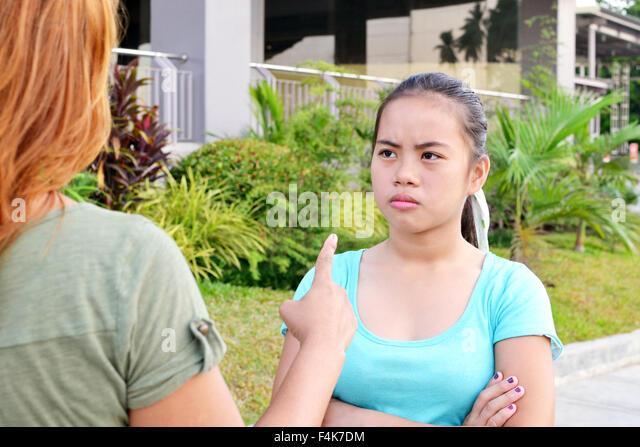 Asiatische Teenager Streit mit ihrer Mutter Stockbild