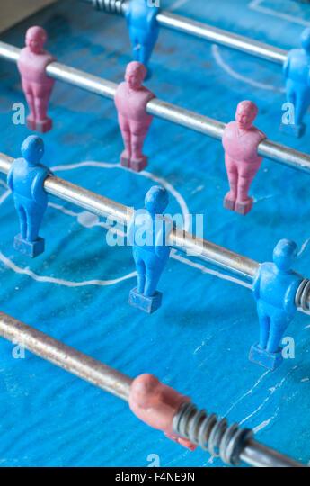Football-Spieler und durch Lamellen aus Holz Stockbild