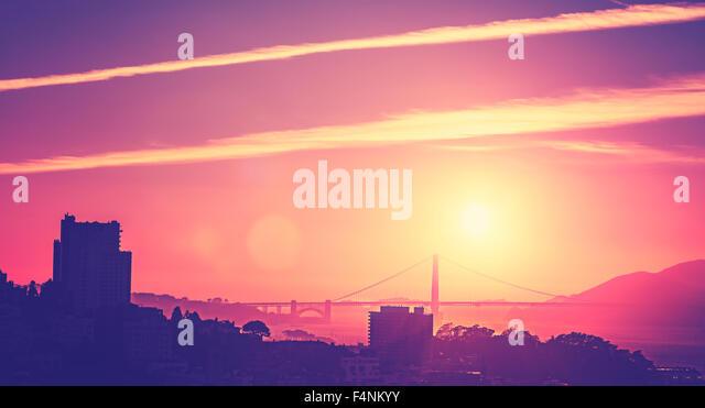 Vintage alte Stil Bild eines Sonnenuntergangs über San Francisco, USA. Stockbild