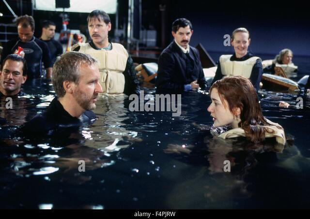 Am Set, James Cameron und Kate Winslet / Titanic / 1997 unter der Regie von James Cameron [zwanzigsten Jahrhundert Stockbild