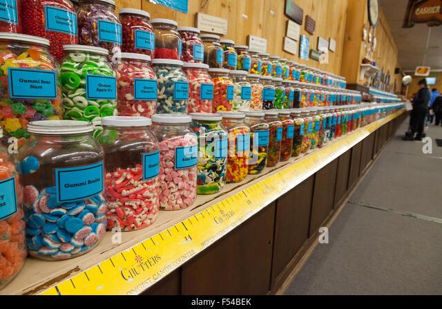 Die Welten längste Candy Counter in Chutters Candy Store, Littleton, New Hampshire, USA Stockbild
