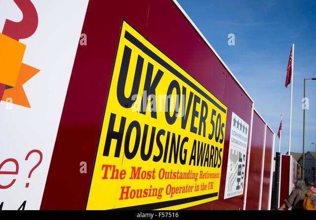 Plakat-Förderung UK über 50er Housing Awards auf Neuentwicklung Stockbild