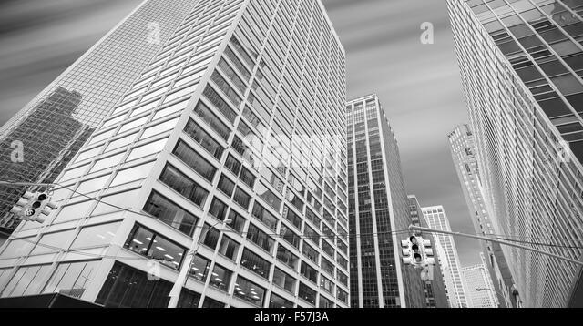 Schwarz / weiß Panorama-Bild der modernen Gebäude in Manhattan, New York City, USA. Stockbild