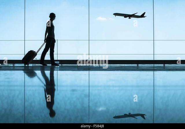 Reisekonzept, Menschen am Flughafen Stockbild