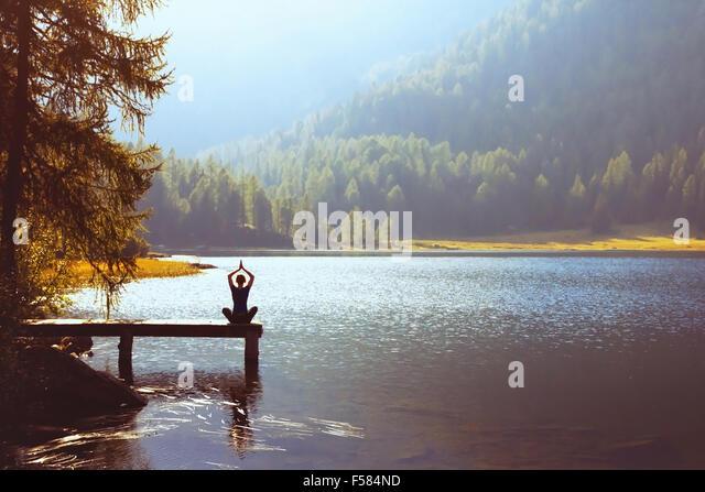Wohlbefinden und gesunden Lifestyle-Konzept, Yoga-Hintergrund Stockbild