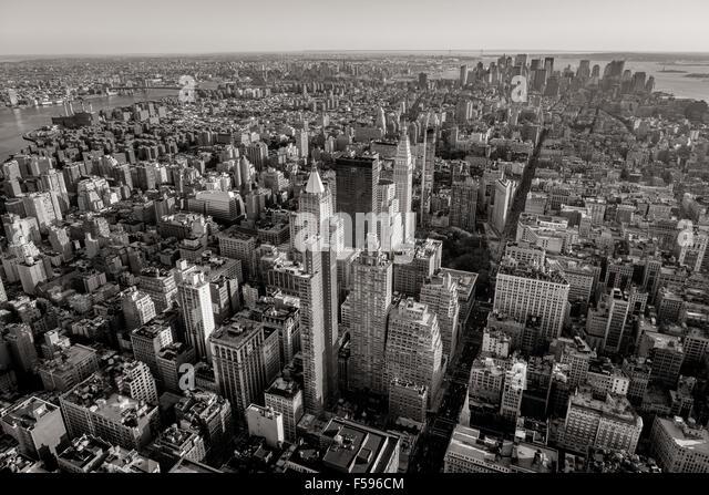 Schwarz / weiß Luftaufnahme des New Yorker Wolkenkratzer mit Chelsea, East Village, Midtown und Lower Manhattan. Stockbild
