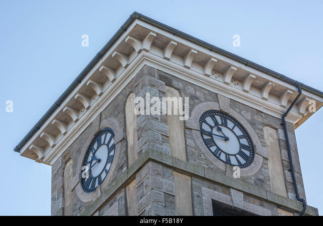 Uhrturm in nächsten, Cornwall. Visuelle Metapher für das Konzept der Server / Computer / PC-Ausfallzeiten. Stockbild