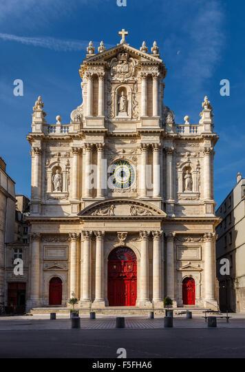 Fassade der Kirche von Saint-Paul-Saint-Louis im Stadtteil Marais (4. Arrondissement) von Paris. Stockbild
