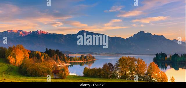 Forggensee ist ein See nördlich von Füssen im Landkreis Ostallgäu in Bayern, Deutschland Stockbild