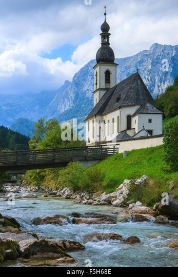 Die Kirche St. Sebastian in Ramsau bei Berchtesgaden, Bayern, Deutschland. Stockbild