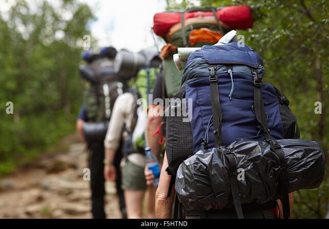 Schweden, Jamtland, Leute mit Rucksäcken Wandern Stockbild