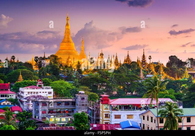 Yangon, Myanmar Skyline bei Shwedagon-Pagode. Stockbild