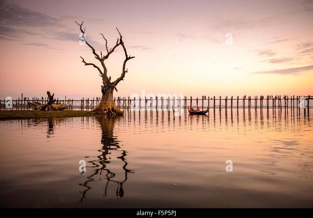 U Bein Brücke von Mandalay, Myanmar. Stockbild