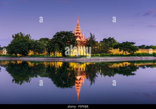 Mandalay, Myanmar am Palast Wall und Graben Stockbild