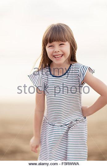 Spanien, Las Palmas, Porträt von lächelnden kleinen Mädchen (4-5) Stockbild