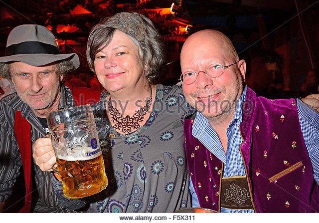 Bin Ende des Tages - Oktoberfest am Spree-Wiesn Featuring: Ulrich Haeusler, Ilse Biberti, Gast wo: Berlin, Deutschland Stockbild