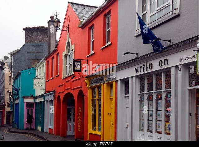 Kinsale Straßenbild an einem regnerischen Tag Stockbild