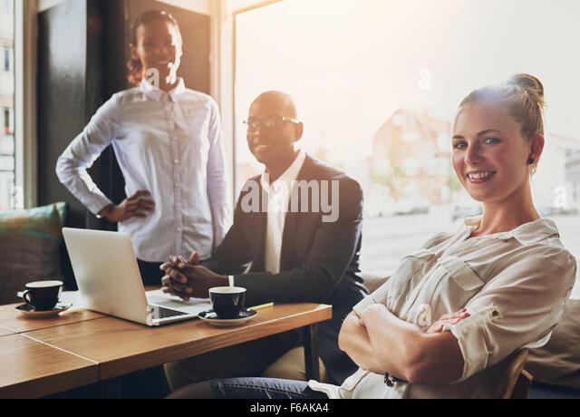 Der erfolgreiche Unternehmer, Geschäftsleute, Multi-ethnische Gruppe arbeiten Stockbild
