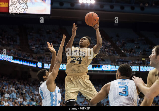 Chapel Hill, North Carolina, USA. 18. November 2015. Wofford Terriers weiterleiten Justin Gordon (24) in Aktion Stockbild