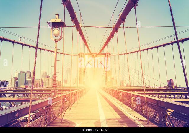 Vintage stilisierte Bild von der Brooklyn Bridge in New York City, USA. Stockbild