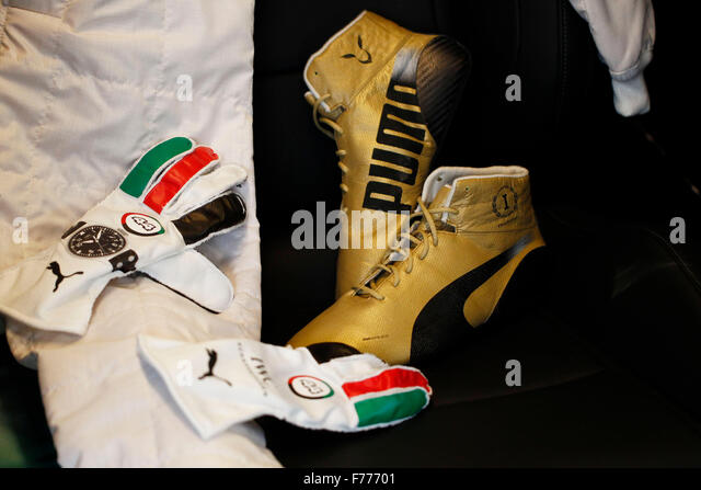 Abu Dhabi. 26. November 2015. Motorsport: FIA Formula One World Championship 2015, Grand Prix von Abu Dhabi, Schuhe Stockbild