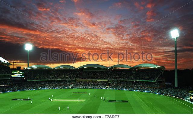 Adelaide, Australien. 27. November 2015. Gesamtansicht und Sonnenuntergang während der 3. Cricket Test match Stockbild