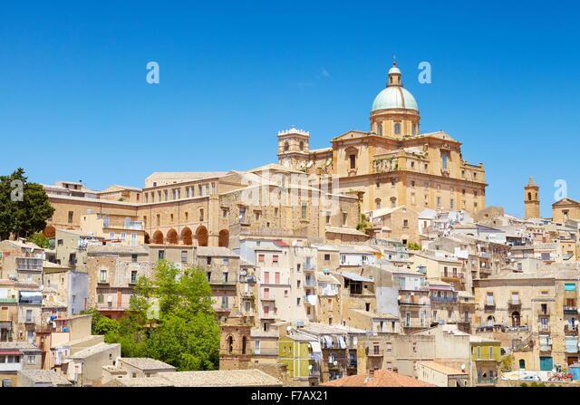 Piaza Armerina, Blick auf barocke Kathedrale von 1768, Sizilien, Italien Stockbild