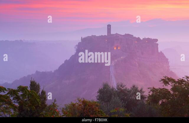 Bagnoregio bei Sonnenaufgang, Italien Stockbild