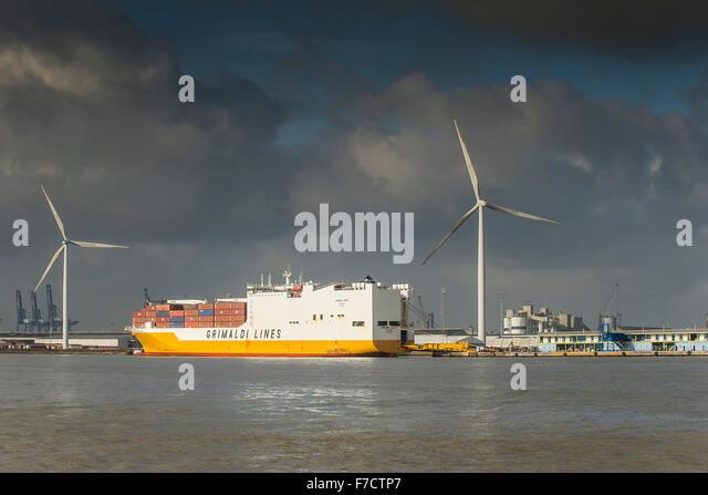 Das Containerschiff festgemacht Grande Kongo am Hafen von Tilbury an der Themse. Stockbild