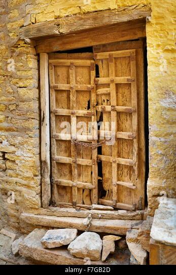 Eine alte Tür, Detail, Straße von Jaisalmer, Rajasthan, Indien Stockbild