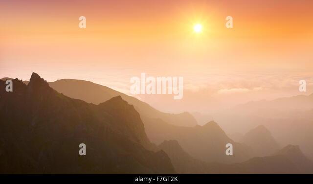 Blick auf das Tal Faja da Nogueira bei Sonnenaufgang, die Insel Madeira, Portugal Stockbild