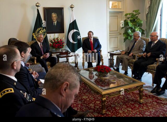 Sekretärin Chuck Hagel, links, pakistanische Premierminister Nawaz Sharif in Islamabad, Pakistan 2013 Stockbild