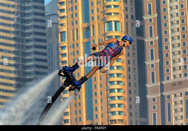 Männliche Flyboarder in Dubai, Vereinigte Arabische Emirate Stockbild