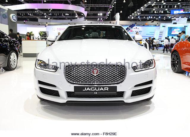 BANGKOK - 1. Dezember: Jaguar XE Auto auf dem Display an der Motor Expo 2015 am 1. Dezember 2015 in Bangkok, Thailand. Stockbild