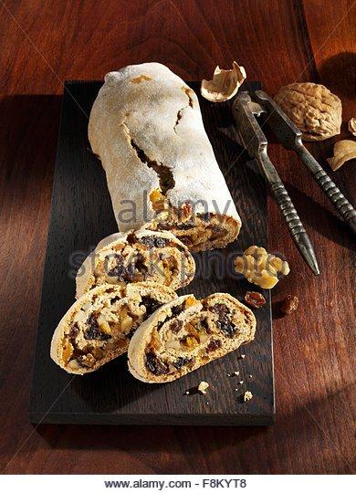 Wachau-Lebkuchen mit Nüssen und Rosinen Stockbild