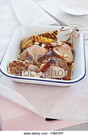 Schweinebraten Sie mit Curry Birnen und Blauschimmelkäse Stockbild