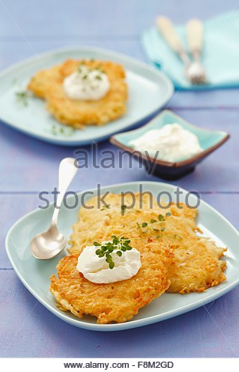 Kartoffelkuchen mit Frischkäse Stockbild