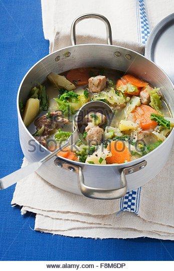 Pichelsteiner Eintopf (Fleisch- und Gemüseeintopf) Stockbild